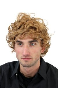 coiffure homme blond mi long football