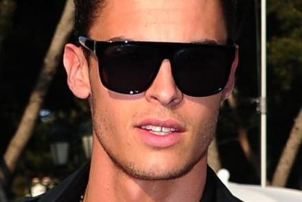 coiffure homme visage carre cheveux en l air1