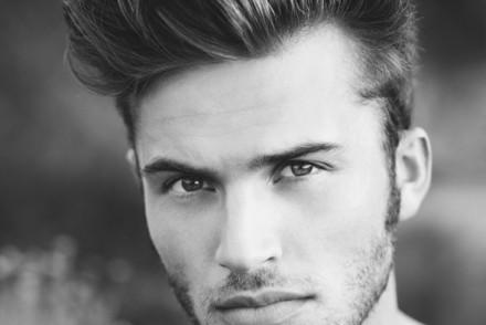 coiffure homme visage carre mannequin